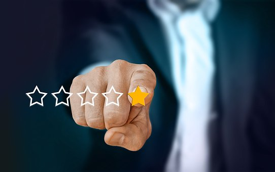Image of man in a suit pointing to a low star rating review | The Savvy Inspector Reputation Marketing